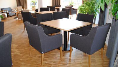 Restaurantbestuhlung mit Polsterstuhl TANJA und TILO
