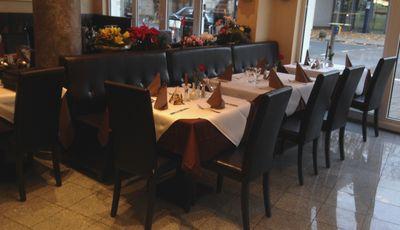 Restaurantbestuhlung mit Polsterstuhl ROBERT