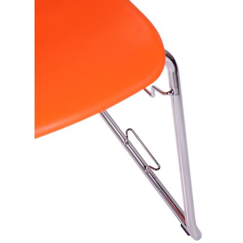 su kėdžių sujungėjais